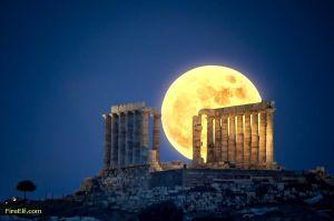 Full-Moon-At-Greece----Temple-Of-Poseidon--Outside-Of-Athens-In-Attika